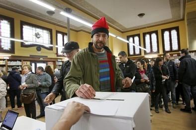 La mayoría de los catalanes está en contra de separarse de España