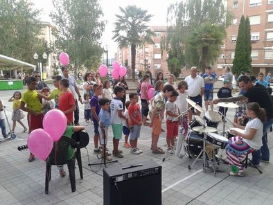 Unos 4.000 jóvenes participaron en la 'Escuela de Rock' de Diputación