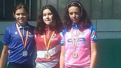 Lidia Martín, medalla de bronce en el Campeonato de Castilla y León de Escuelas de pista