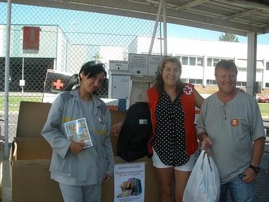 UGT-'Renault' entrega material escolar a Cruz Roja tras una campaña solidaria