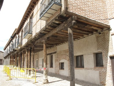 El Ayuntamiento de Arévalo acordona una zona de la plaza de la Villa por prevención