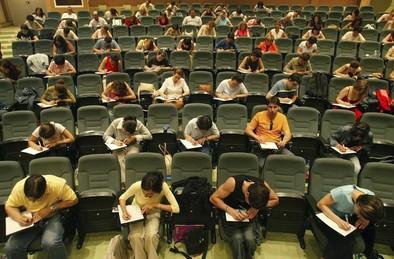 La convocatoria de oposiciones para Secundaria desborda a las academias