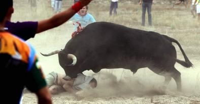El Toro de la Vega más conflictivo deriva en una batalla campal con 50 heridos