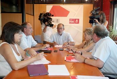La crisis del PSCyL trastoca el guion de Ferraz para el candidato a la Junta