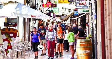 El tirón del turismo nacional eleva un 6% el número de viajeros en julio