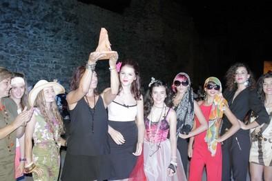 La estilista María Cabrera recibe el premio Aguja de Cerámica por su lucha por la moda