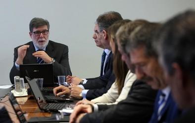 Cecale se enroca y solo se limitará a negociar convenios provinciales