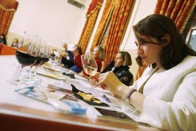 La UCLM suma esfuerzos en la comercialización del vino