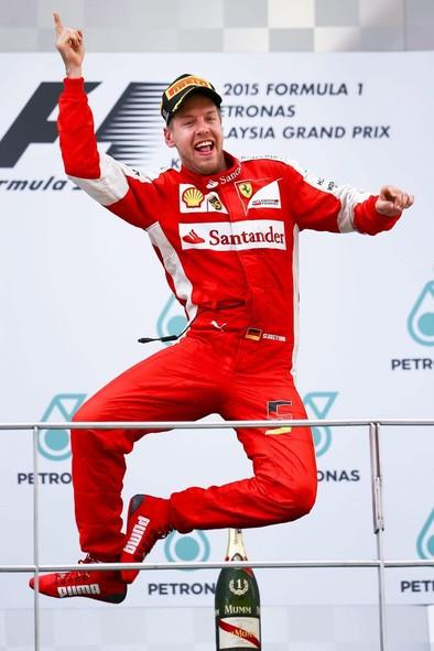 Ferrari regresa a la senda del triunfo con Vettel