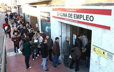 Baja la inquietud de los españoles por la corrupción y el desempleo