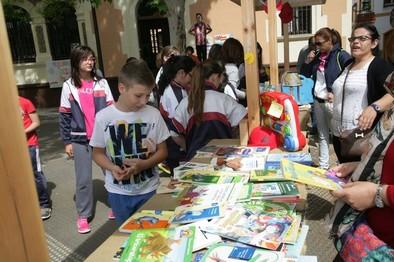 El colegio Juan Ramón Jiménez organiza un mercadillo solidario a beneficio de los niños con cáncer
