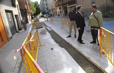 El Plan de Barrios actúa ya en las aceras de la calle de Santa Teresa