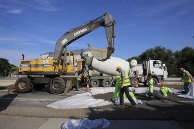 Fomento reabre todos los carriles de la autovía A-62 tras concluir con la reparación del socavón de Simancas