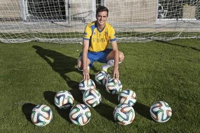 El extremo Juan Villar firma hasta 2017