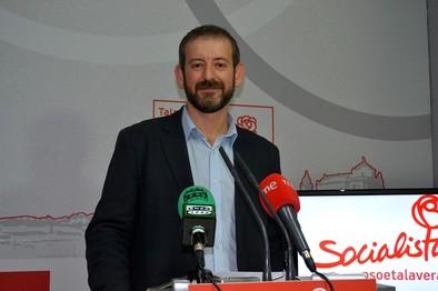 Flores asegura estar dispuesto a encabezar la candidatura del PSOE