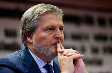 Méndez de Vigo anuncia que estudiará bajar el IVA cultural