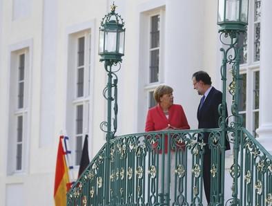 Rajoy presume ante Merkel del éxito de sus ajustes económicos