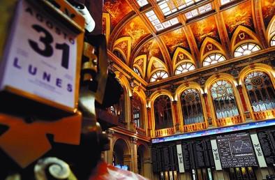El Ibex pierde un 8,24% en agosto y registra su peor mes en tres años
