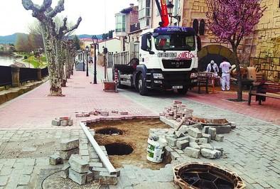 Detectan 54 roturas en el pavimento del Casco Viejo reformado en 2013