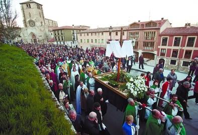 La parroquia de San Josemaría Escrivá coordina el Vía Crucis del Castillo