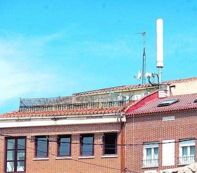 El Ayuntamiento abrirá expediente para la retirada de una antena en La Feria