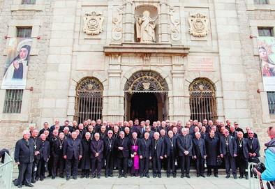 La «herencia preciosa» de Santa Teresa reúne en Ávila a 78 obispos y cardenales