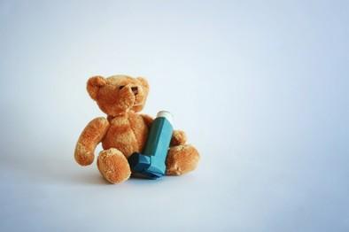 El asma es la primera causa de absentismo escolar en España
