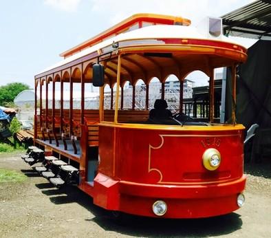 El tranvía turístico ya está en España a la espera de su traslado a Ávila