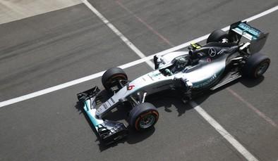 Rosberg toma ventaja