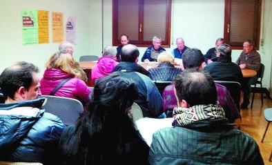 Las asociaciones de vecinos piden mejor comunicación por carretera y ferrocarril