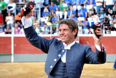 Manuel Díaz El Cordobés: «Tengo las mismas ilusiones que al principio y me sigo vistiendo de torero para disfrutar»