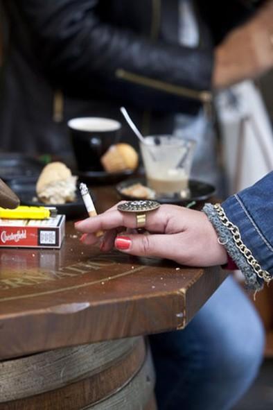 Los fumadores compran tabaco más caro que durante la crisis