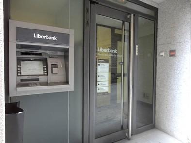 Liberbank empieza a aplicar la nueva identidad corporativa a sus oficinas