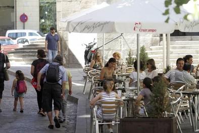 Urbanismo prepara una ordenanza específica de veladores y marquesinas