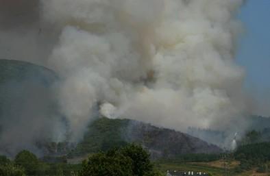 Un incendio en León obliga a la Junta a pedir ayuda  al ejército para combatirlo