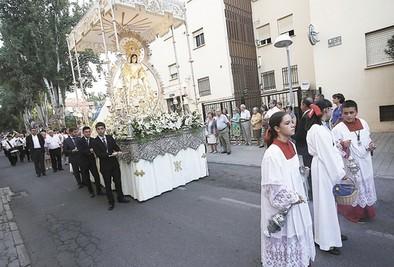El barrio de Los Ángeles sale a la calle con su Virgen