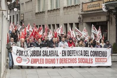 Unos 350 abulenses salen a la calle a reclamar la subida salarial y un empleo digno