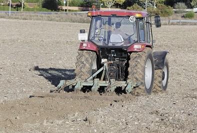Asaja pide trasladar a los fertilizantes el desplome del precio del petróleo