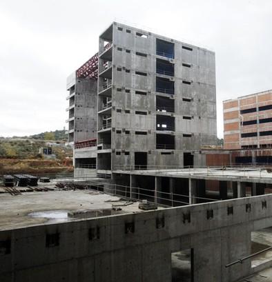 El Ayuntamiento recibe una licencia de derribo de la concesionaria del hospital