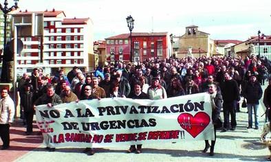 Cerca de 400 personas se movilizan en contra de las unidades de gestión