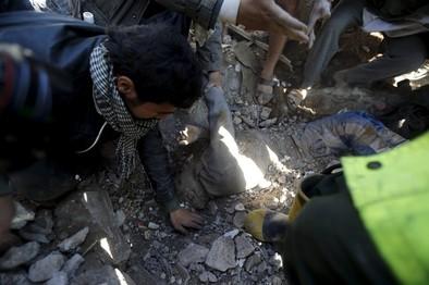 Arabia Saudí bombardea Yemen para detener a los rebeldes huthis