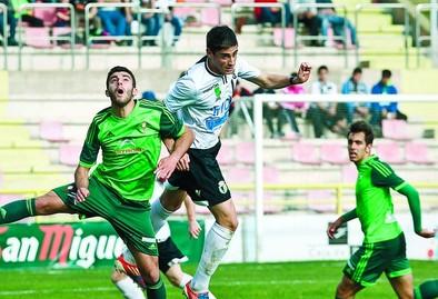 Sergio Esteban arrastra un golpe en el tobillo y es duda para Luanco