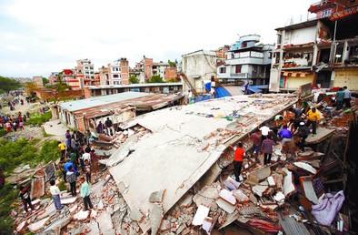 Un brutal terremoto sacude Nepal y provoca más de 1.400 muertos