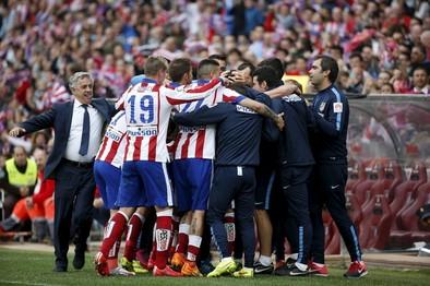 El Atlético abusa del Elche para curar sus heridas