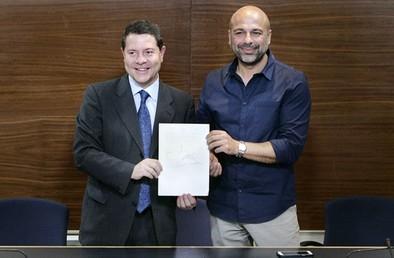 Page y Molina firman el compromiso que abre «un tiempo político nuevo»