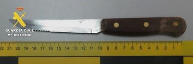 Detenido por desobediencia grave tras amenazar con un cuchillo a los clientes de un bar