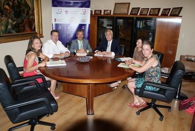 El alcalde y la asociación de Las Hervencias abordan la mejora del polígono