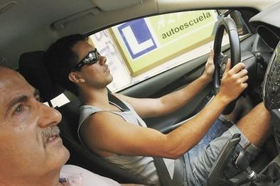 Las autoescuelas se movilizarán si no se pone fin a la lista de espera