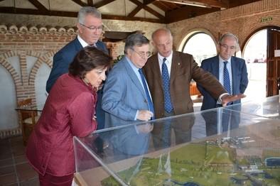 El presidente provincial de Toledo se interesa por Naturávila y la raza avileña