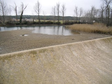 Unas obras de la Confederación secan el Júcar a la altura del azud de Villalgordo
